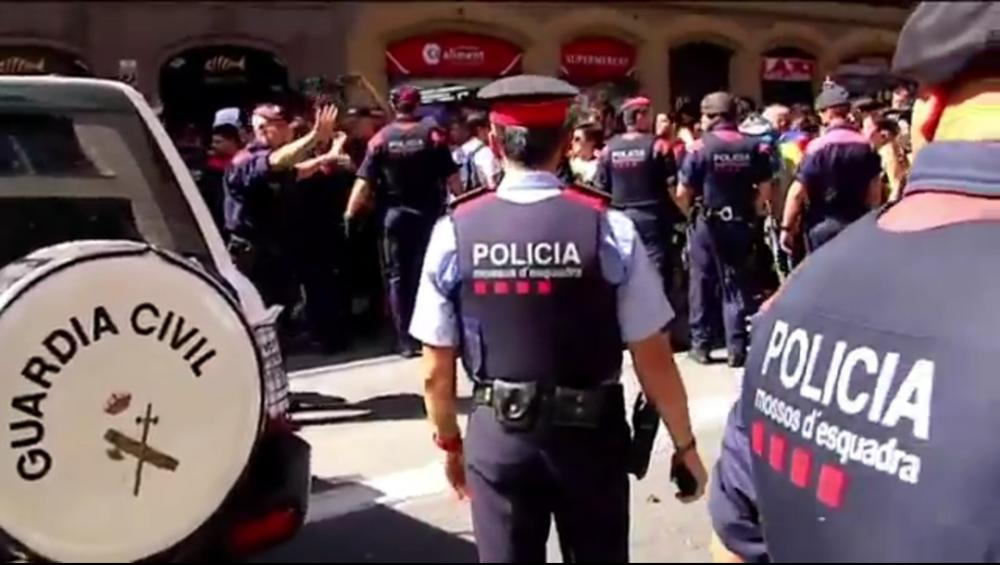 El vídeo que contradiu el testimoni d'un agent de la guàrdia civil sobre l'ajut dels Mossos en una concentració a Exteriors