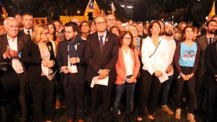 El president de la Generalitat, Quim Torra (c), aquest dimarts a la concentració amb motiu dels 365 dies d'empresonament dels 'Jordis' a la plaça de Catalunya de Barcelona