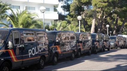 Furgonetes de la Policía Nacional a Salou, en el dispositiu del 2017