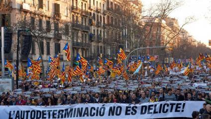 Capçalera de la manifestació, aquest dissabte a la Gran Via de Barcelona