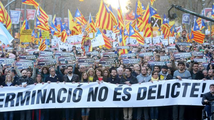 Capçalera de la manifestació, dissabte a la Gran Via de Barcelona