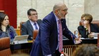 El portaveu de Vox al Parlament andalús, Alejandro Hernández, intervenint ahir dijous a la sessió de control al govern