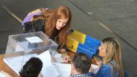 Capses de Correus en una mesa electoral de Girona, als comicis al Parlament de 2015