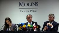 Els advocats de Rosell Bea Goena, Pau Molins i Andrés Maluenda, durant la roda de premsa d'aquest dimecres