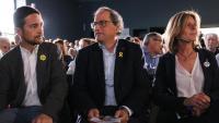 El conseller de Territori, Damià Calvet, el president de la Generalitat, Quim Torra, i l'alcaldessa de Sant Cugat del Vallés, Carmela Fortuny, aquest diumenge al míting de JxCAT