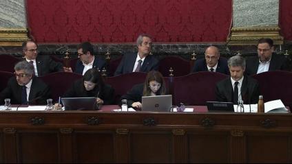 Turull, Sànchez, Forn, Romeva i Junqueras, asseguts darrere els seus advocats al Tribunal Suprem