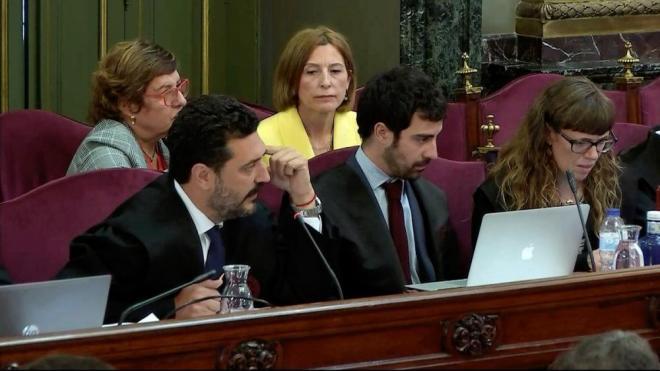 Els advocats de la defensa, durant la sessió d'aquest dimecres