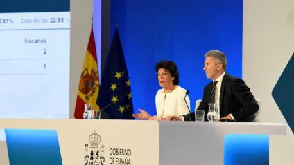 La portaveu del govern espanyol, Isabel Celáa, i el ministre d'Interior, Fernando Grande Marlaska, anunciant aquest diumenge els resultats provisionals de les eleccions europees