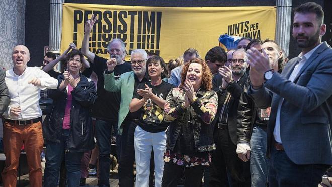 Celebració a la seu electoral de JxCat després de saber-se els resultats dels comicis europeus, aquest diumenge a Barcelona
