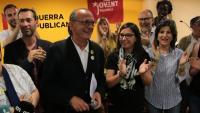 L'alcaldable d'ERC a Lleida, Miquel Pueyo, celebrant els resultats de la formació aquest diumenge a les municipals