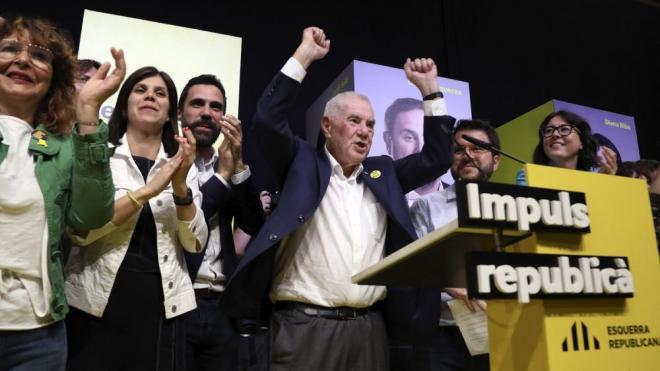 El candidat d'ERC a Barcelona, Ernest Maragall, celebrant aquest diumenge la victòria republicana a la ciutat