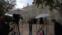 Periodistes i càmeres de televisió a l'exterior del Tribunal Suprem, aquest dilluns a Madrid