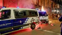 Dues furgonetes de la Guàrdia Urbana, durant els incidents del passat dissabte a la Rambla de Barcelona