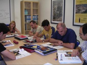 Els estudiants d'idiomes estrangers, com els d'aquesta acadèmia de Valls, tenen un nou motiu per esforçar-se AVUI