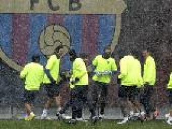 El Barça entrenant-se sota la neu   Gustau Nacarino (Reuters)