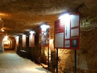 El refugi de Flix és un dels espais que s'ha incorporat a les rutes del Comebe.  EL PUNT