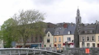 Cork, amb el campanar de Santa Anna al fons  EL PUNT