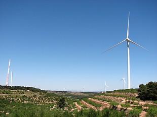 Al parc eòlic de Vilalba dels Arcs s´estan instal·lant nous aerogeneradors.