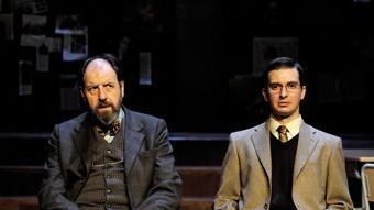 Josep Maria Pou (Héctor) i Jordi Andújar (Irwin), en un moment de la funció. /  DAVID RUANO
