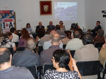 Representants del teixit econòmic i social van assistir a la presentació de l'estudi.  EL PUNT
