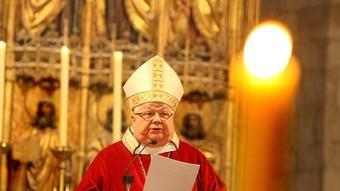 El bisbe Francesc llegeix la seva homilia. LLUÍS SERRAT