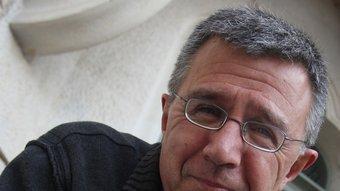 A la seva novel·la, Xavier Cortadellas, parla també de la dificultat d'escriure. LLUÍS SERRAT