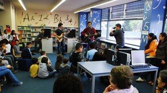 L'actuació del conjunt Litus3, a la biblioteca Pere Caner de Calonge. Foto:Premsa. Ajuntament de Calonge