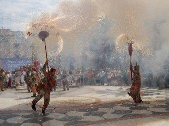 Imatge del ball de Diables de Vilanova i la Geltrú, durant la festa major.  L.M
