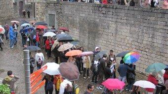 Cues per entrar als Banys Àrabs, malgrat la pluja.  D.V