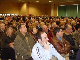 Un acte a la cooperativa Arrossaires del Delta, on la majoria d'assistents són homes.  L.M