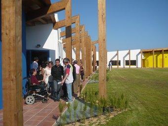 La zona enjardinada on s'han construït les habitacions i sales d'estar per als residents. E.F