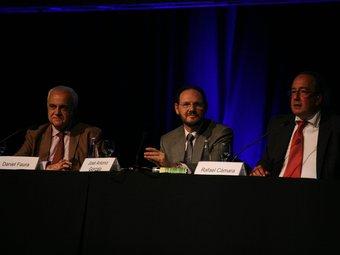 Fòrum de l'Auditor Professional celebrat a Sitges. D'esquerra a dreta, Daniel Faura, president dels censors de comptes catalans; José Antonio Gonzalo, president de l'ICAC, i Rafael Cámara, president dels censors de comptes espanyols.