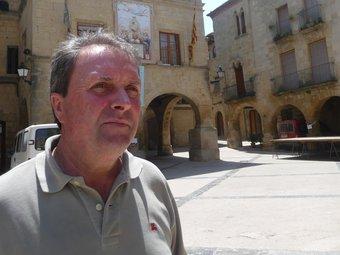Àngel Ferràs al nucli antic d'Horta, davant de l'ajuntament renaixentista. G.M