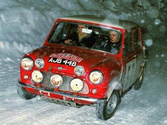 Timo Makinen va aconseguir el triomf l'any 1965, amb aquest Mini Cooper. Amb tres victòries, els menuts cotxes britànics formen part de la llegenda del Montecarlo. EL 9