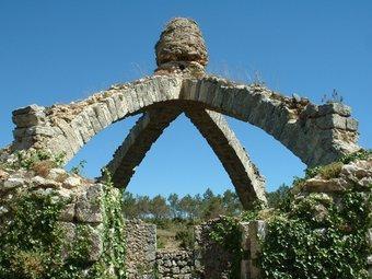 Imatge de la coneguda nevera de la Serra de Mariola. ARXIU