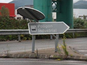 Senyal de tràfic a l'entrada del polígon 'Sector Mollet', a Parets del Vallès.  Foto:FRANCESC MUÑOZ