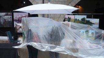 Vianants sota la pluja. ALBERT VILAR