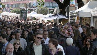 La Plaça de Catalunya, al fons, per Tots Sants, des del principi de la Rambla. Magnífica aglomeració! JOAN CASTRO