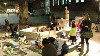 Els diversos elements que van servir ahir a la tarda per construir una Girona amb elements reciclats. D.V