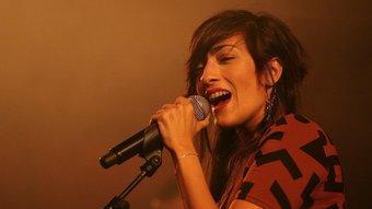 Hindi Zahra va presentar diumenge el seu primer disc, 'Handmade', a l'Auditori de Girona. CÈLIA ATSET / CLICK ART