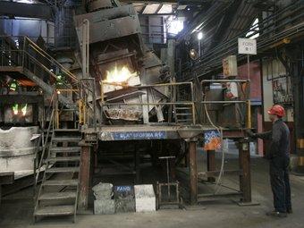Interior de La Farga Lacambra, a les Masies de Voltregà, on s'elabora material de coure.  ARXIU/JOSEP LOSADA