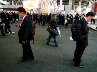 Assistents al saló internacional de tecnologia mòbil Mobile World Congress, que se celebra a Fira de Barcelona.  Foto:ARXIU/QUIM PUIG