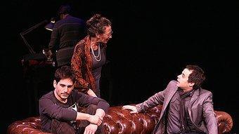 Lautaro Perotti, Míriam Odorico i Gonzalo Ruiz, en un moment de l'obra. MANEL LLADÓ