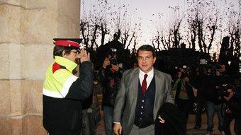 Joan Laporta, ahir al vespre entrant per primer cop al Parlament com a diputat electe Foto:ANDREU PUIG