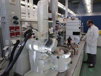 Interior d'un dels laboratoris de l'ICIQ que destina a investigació pròpia o a col·laboracions mixtes. J.C. LEÓN