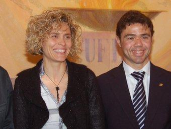 Iván Tibau amb Anna Pruna, el dia que va acomiadar-se de la selecció catalana. A la dreta,  Foto:ALBERT CAMPS