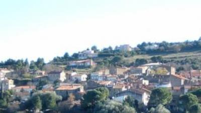 Vista general del poble Llauró. AJUNTAMENT DE LLAURÓ