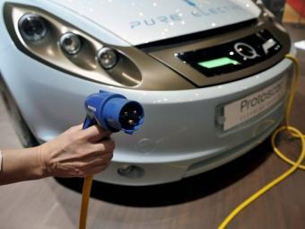 La recàrrega dels vehicles elèctrics, que fins ara pot trigar entre 4 i 8 hores, és un important inconvenient tècnic ARXIUINVESTI