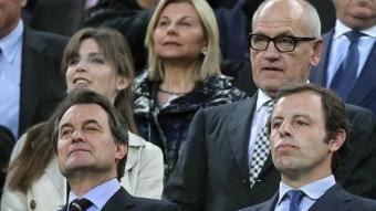 La llotja del Camp Nou el dia del Barça-Madrid, plena d'autoritats.  EFE / A.DALMAU