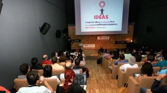 El centenar d'invitacions per assistir al TEDxGirona estaven esgotades des de feia dies.  MANEL LLADÓ